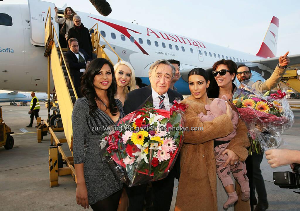 Austrian bringt Kim Kardashian zum Opernball: Richard Lugner, Kim Kardashian mit Tochter North, Kris Jenner, Nina Bambi Bruckner (26.02.2014)