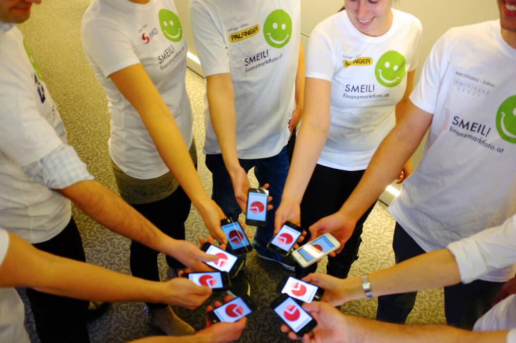 Brokerjet(erinnen) vergleichen Dividenden direkt am iPhone mit der Brokerjet Dividenden App., © Smeil-Aktion, Shirts aus der S Immo- , Palfinger bzw. AT&S-Kollektion (27.02.2014)