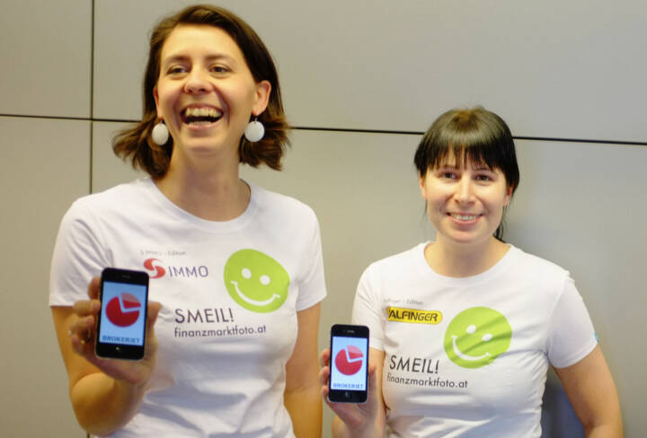 Lachen bzw. Handy Smeil aus http://finanzmarktfoto.at/page/index/1053 , Shirts in der S Immo-Edition, Palfinger-Edition