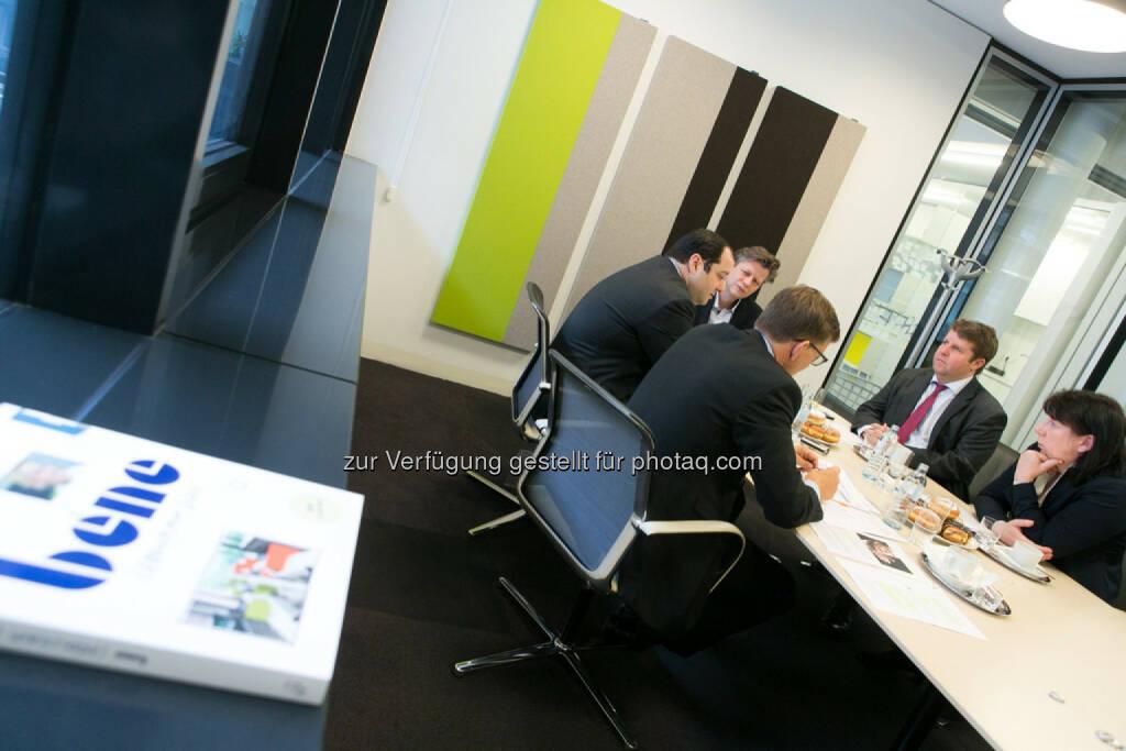 Cafe BE Börse Express mit Robert Gillinger als Moderator, Location bene, © Martina Draper für den BE (27.02.2014)