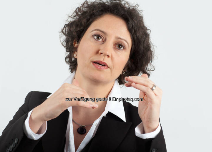 Franzeska Papargyropoulou, Senior Managerin und Leiterin der Women Initiative bei Accenture in Österreich: Accenture-Umfrage zum Internationalen Frauentag:Frauen sind selbstbewusst im Job, glauben aber nicht an gesellschaftlichen Wandel