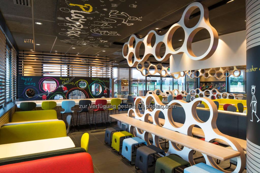 McDonald's Österreich setzt auf neue Standorte und innovatives Design. Im Bild: Das im neuen Spirit of Family-Design gestaltete McDonald's Restaurant in Schwechat., © McDonald's (06.03.2014)