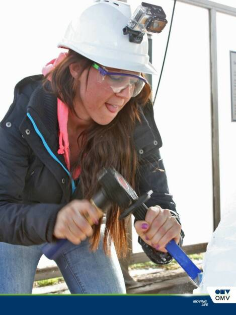 Am 21. Februar 2014 war auf der OMV Tankstelle auf der Breitenleerstraße Ost offiziell Tag des Eisblocks!  Im Rahmen der OMV MaxxMotion Eisblock-Challenge galt es, mit Hammer und Meißel hundert 10 EUR OMV MaxxMotion Tankgutscheine aus ihrem eisigen Gefängnis zu befreien (08.03.2014)