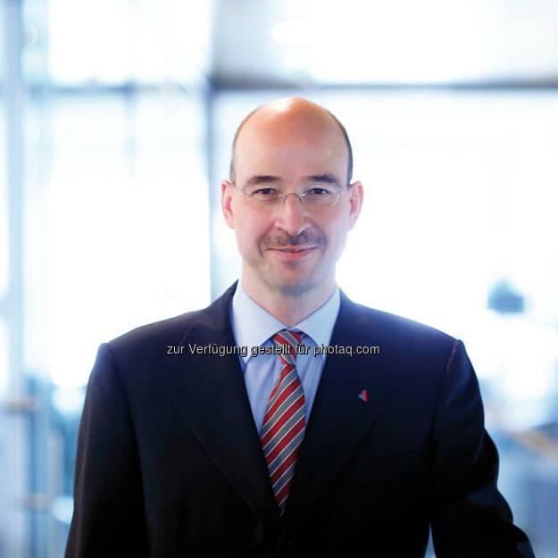 Burkhard Gantenbein, Vorstandsvorsitzender Helvetia Versicherungen, freut sich über das Jahresergebnis 2013, erneut deutliches Wachstum über dem Markt (Bild: Helvetia) (10.03.2014)