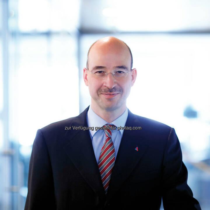 Burkhard Gantenbein, Vorstandsvorsitzender Helvetia Versicherungen, freut sich über das Jahresergebnis 2013, erneut deutliches Wachstum über dem Markt (Bild: Helvetia)
