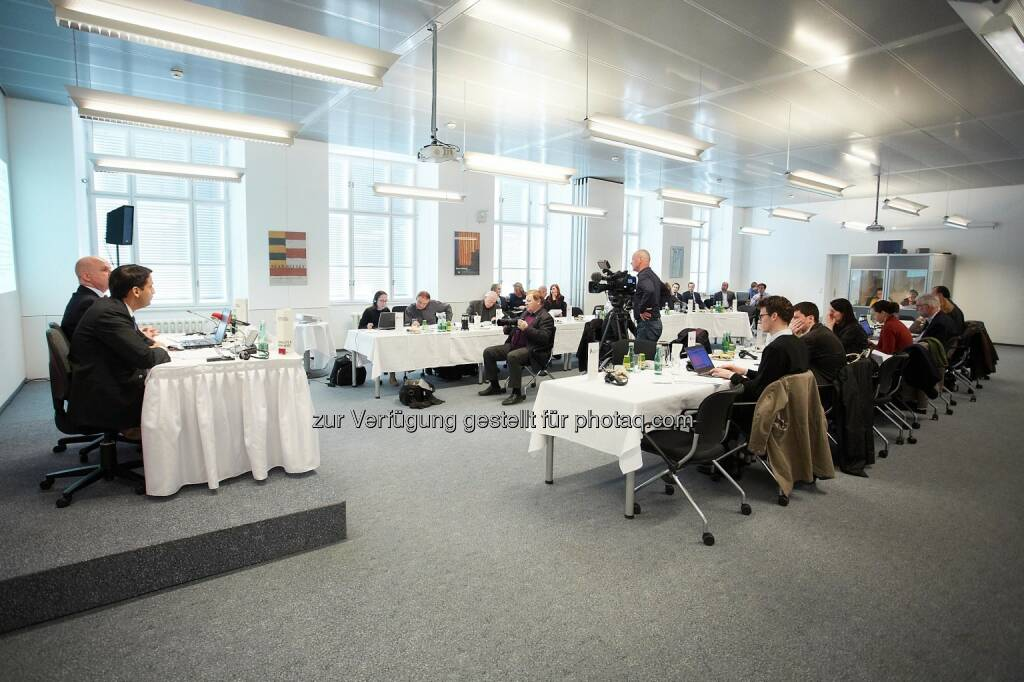 Anas Abuzaakouk, CFO Bawag PSK und Byron Haynes, CEO Bawag PSK , ©  Bawag PSK/APA-Fotoservice/Preiss (14.03.2014)