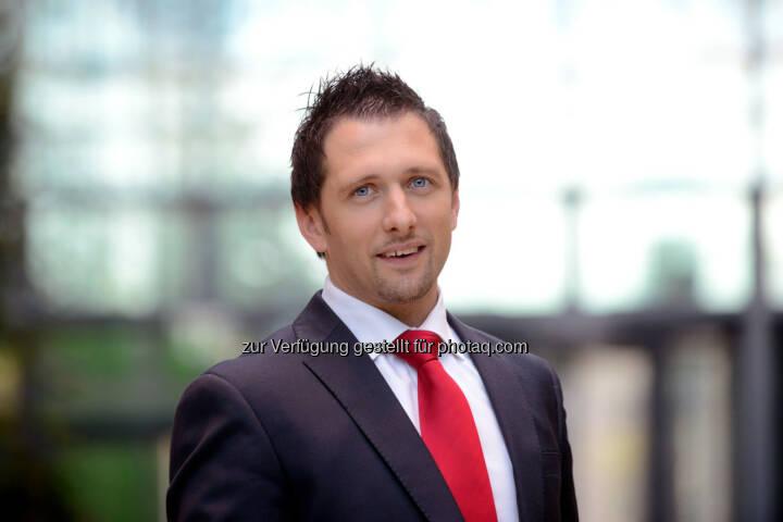 Richard Zarycka hat mit März die gewerberechtliche Geschäftsführung der Skandia Invest GmbH übernommen. Skandia Invest ist eine Tochterfirma der Skandia Austria Holding AG und beschäftigt sich mit Versicherungsvermittlung und Portfoliomanagement. In seiner neuen Funktion ist Zarycka für den Vermittlungsbereich zuständig – weiterhin leitet er den Skandia Kunden- und Vertriebsservice. In dieser Position verantwortet er mit einer 20-köpfigen Abteilung in Österreich die aktive Betreuung der Vertriebspartner und der Bestandskunden.