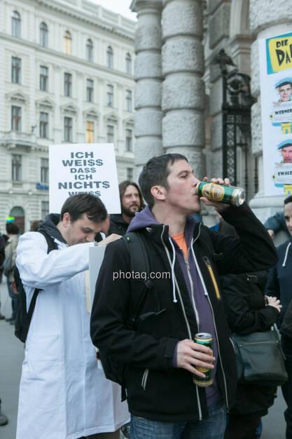 Ottakringer passt immer - Hypo Demonstration in Wien am 18.03.2014, © Martina Draper/finanzmarktfoto.at (18.03.2014)