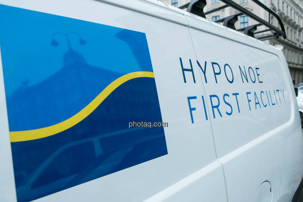 Hypo NÖ? (Bitte keine Gerüchte) - Hypo Demonstration in Wien am 18.03.2014, © Martina Draper/finanzmarktfoto.at (18.03.2014)