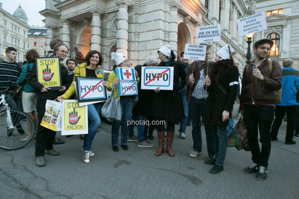 Nicht Hypo, Hypo Demonstration in Wien am 18.03.2014, © Martina Draper/finanzmarktfoto.at (18.03.2014)
