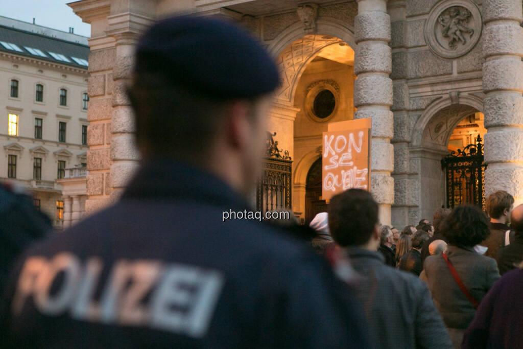Polizei Hypo Demonstration in Wien am 18.03.2014, © Martina Draper/finanzmarktfoto.at (18.03.2014)