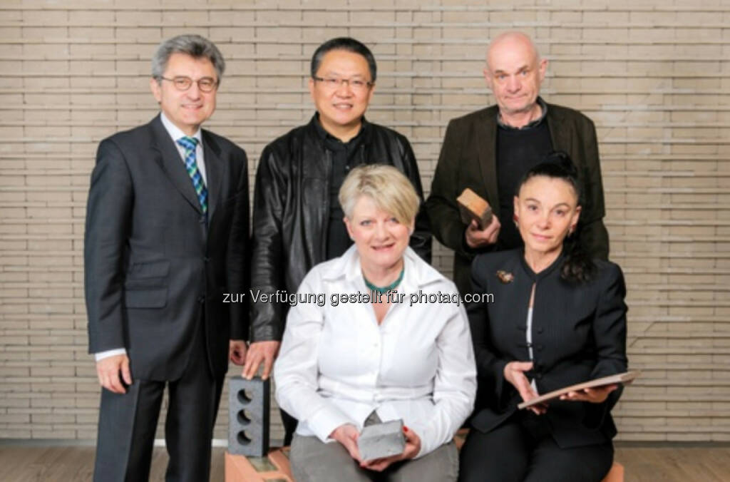 Jury des Wienerberger Brick Award 2014: Johann Windisch (li), Bricks & Tiles Europe CEO, Wienerberger AG, Pritzker- Preisträger Wang Shu (China), Pavol Paňák (Slowakei), Ewa Kuryłowicz (Polen) und Vera Yanovshtchinsky (Niederlande). Foto: Christian Dusek / Wienerber- ger AG, © Aussendung (19.03.2014)