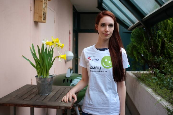 Flower Smeil: Kati Dollenz (Shirt in der S Immo-Edition)