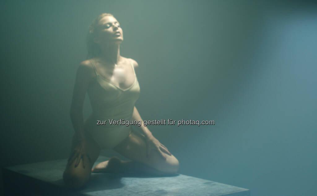 Kylie Minogue trägt für (S)exercize Wolford Klassiker, © Pictures: Warner Music Group (21.03.2014)