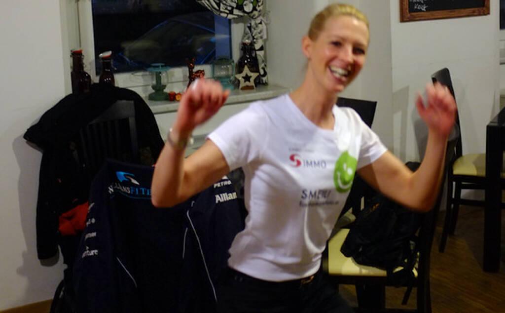 Nina Bergmann, mit finanzen.net / finanzen.at Partnerin von Flick a trade, mehr Leiberl Fotos unter http://www.finanzmarktfoto.at/page/index/374, &copy; Stills aus <a href=