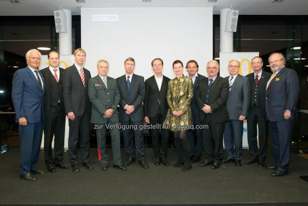 Wien,10 Jahre BAUfair - Festveranstaltung in der WKOe Skylounge, Gruppe aller Coronati-Gewinner (Bild: www.annarauchenberger.com / Anna Rauchenberger)  (27.03.2014)