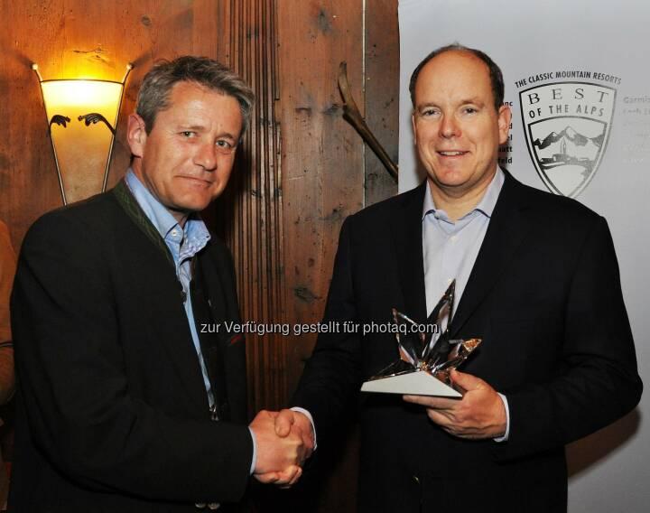 Markus Tschoner, Präsident von Best of the Alps und Geschäftsführer der Olympiaregion Seefeld, Fürst Albert II von Monaco:  Best of the Alps-Award wurde in Seefeld an Fürst Albert überreicht.