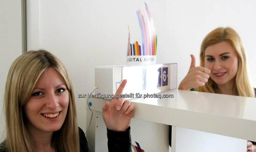 Mit Sarah Koller, Carmen Fritz, Finger hoch, © Digital Affairs (29.03.2014)