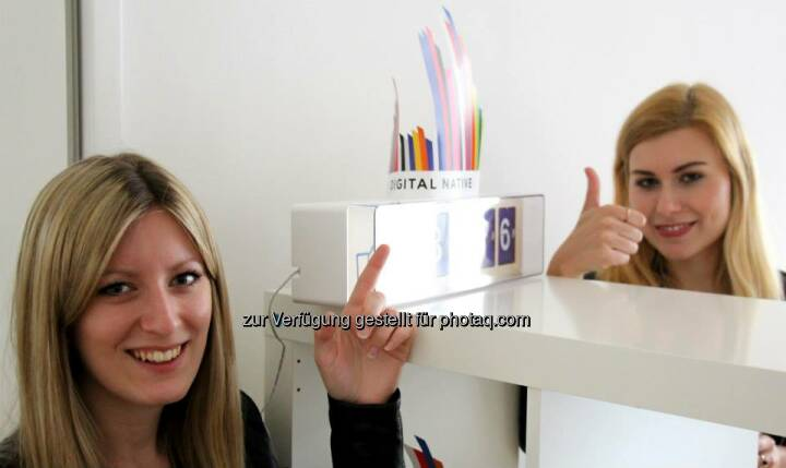 Mit Sarah Koller, Carmen Fritz, Finger hoch