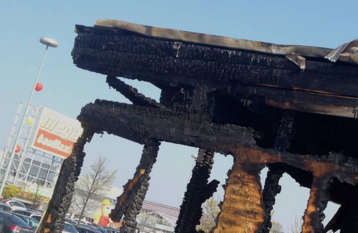 BauMax zur Zeit symbolisch mega ausgebrannt