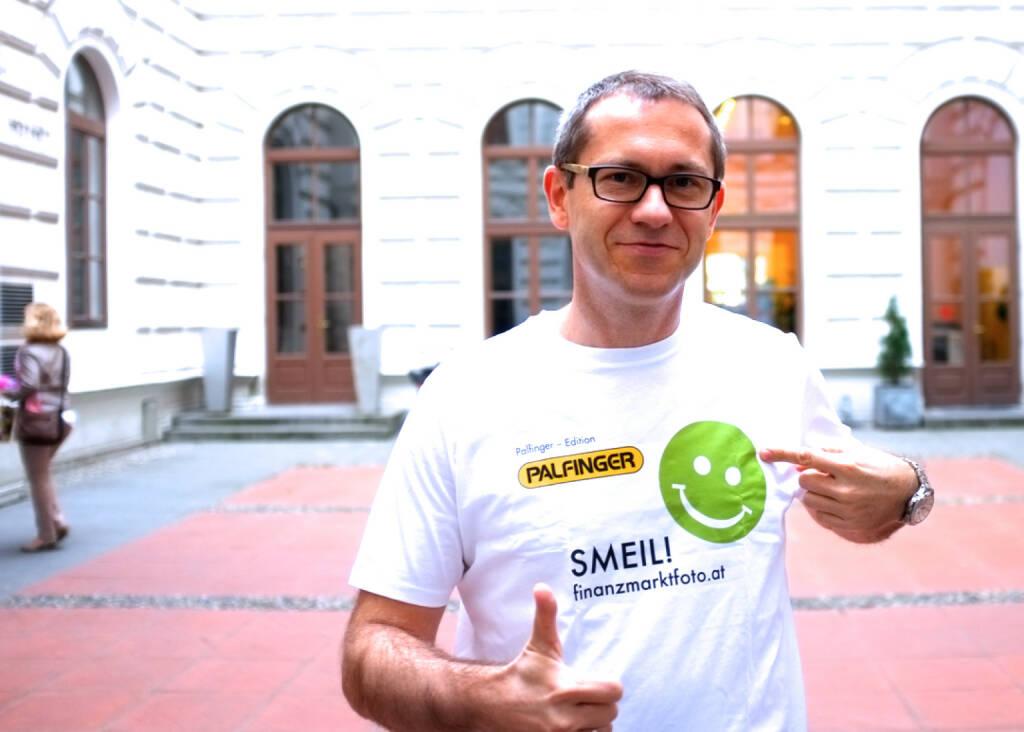 Analyst Smeil: Günther Artner (Erste Group), Shirt in der Palfinger-Kollektion (31.03.2014)