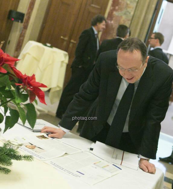 Roman Eisenschenk, Kepler, bewundert seine eigene Schlusskurs-Statistik-Grafik im Fachheft 3 (15.12.2012)