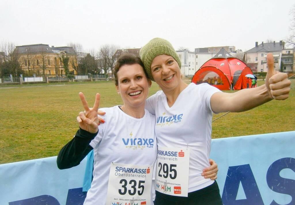 Unglaubliche Premiere: 4 Grad Celsius und Regen. Erster Einsatz des Viraxe energy2go Teams beim Welser Halbmarathon und gleich mit persönlichen Bestleistungen und Platz 5 bei den Damen (Wels-Wertung) ins Ziel gelaufen - http://www.viraxe.com/shop/ (31.03.2014)