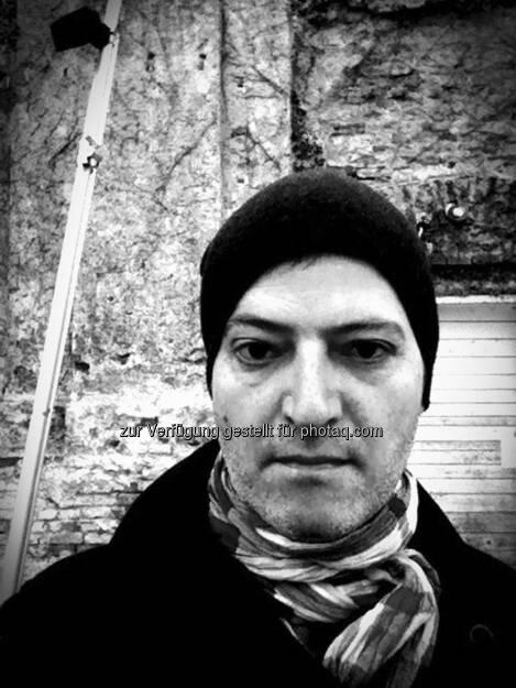 Clemens Haipl, Kabarettist: In meiner Eigenschaft als Börsenguru und Sexymbol möchte auch ich aufs allerherzlichste gratulieren und freue mich auf regelmäßige heisse Partyfotos von enthemmten Bänkern (15.12.2012)