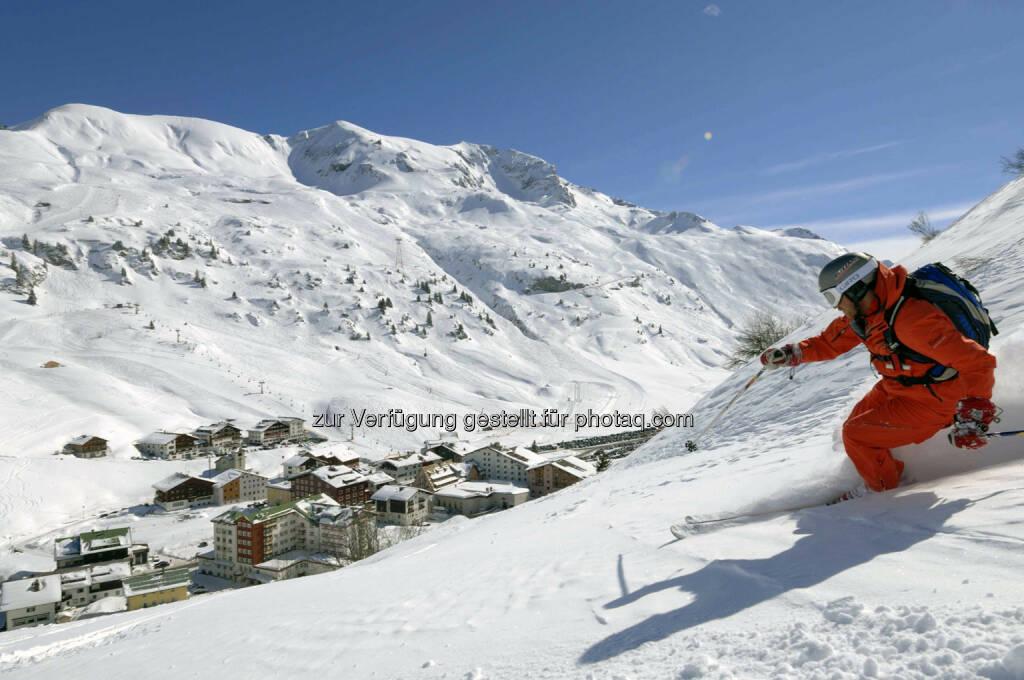 Lech Zürs am Arlberg, Skifahrer vor Zürs (Bild: Sepp Mallaun LZTG), ©   (03.04.2014)