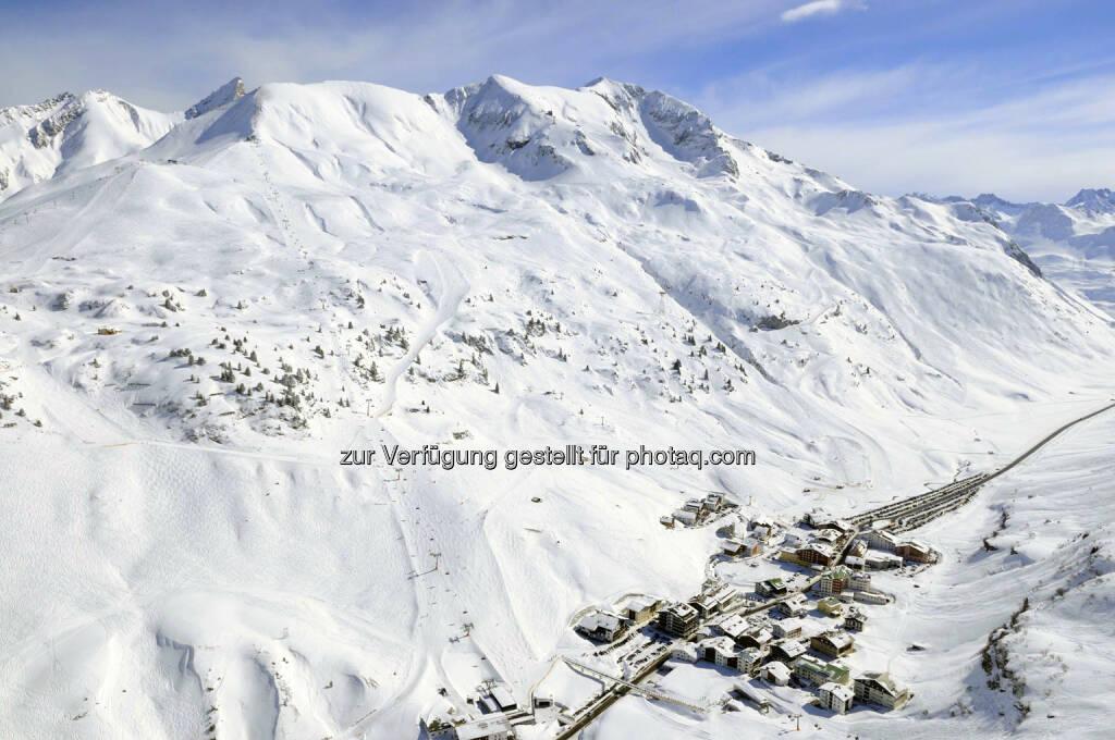 Lech Zürs am Arlberg, Luftbild von Zürs (Bild: Sepp Mallaun LZTG), ©   (03.04.2014)