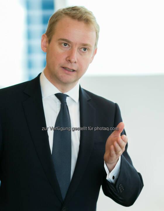 Liam Bailey (Head of Residential Research/Knight Frank London) bei der Präsentation Investment-Trends der Superreichen (Bild: Erste Bank Daniel Hinterramskogler)