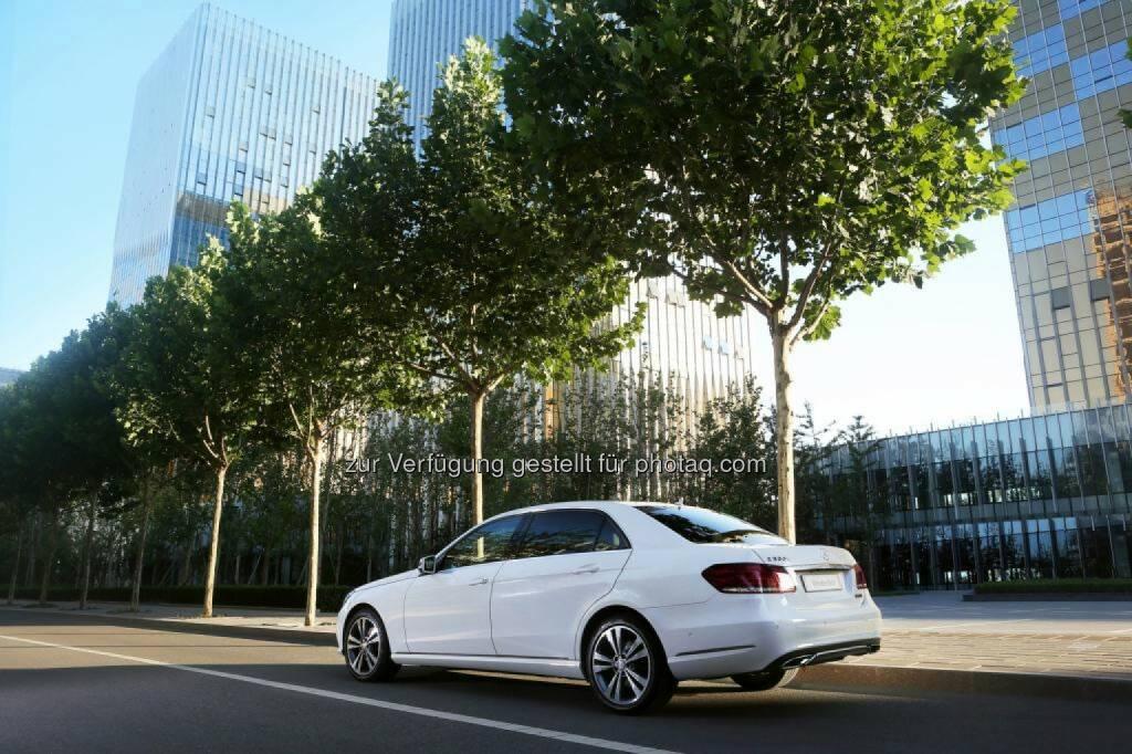 Mercedes-Benz verzeichnet absatzstärksten Monat der Unternehmensgeschichte und setzte im März mit 158.523 Einheiten mehr Fahrzeuge ab als je zuvor (+13,3%). Seit Jahresbeginn jeden Monat zweistellige Wachstumsraten - im Bild die E Klasse (Bild: Mercedes-Benz) (04.04.2014)