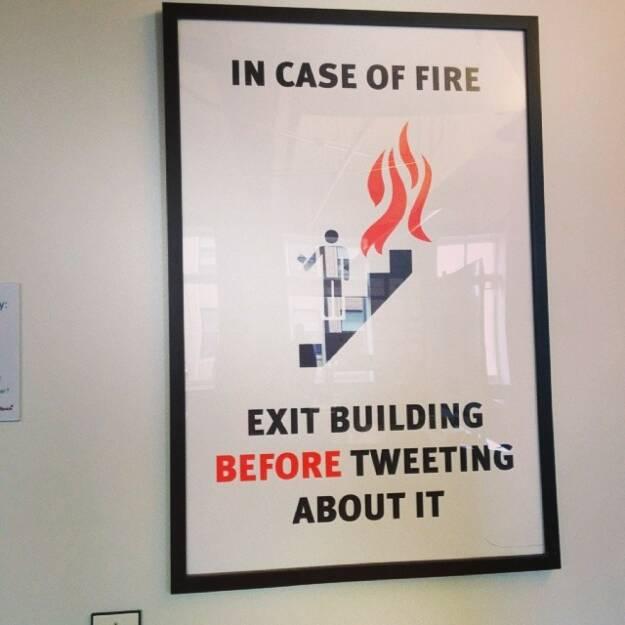 Laufen statt Twitter: Exit Building before Tweeting about it (Hinweis: Runplugged Special), © Elisabeth Oberndorfer (06.04.2014)
