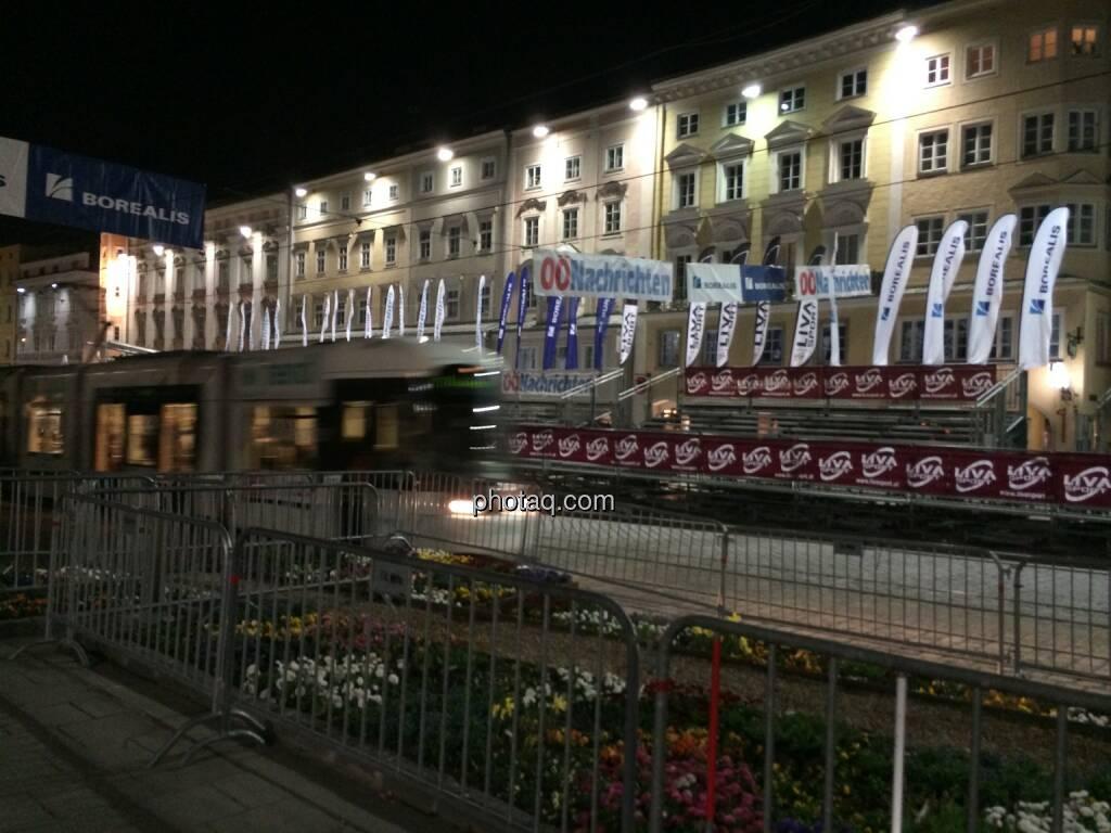 Borealis Linz Marathon, Zielbereich bei Nacht, © Martina Draper (06.04.2014)