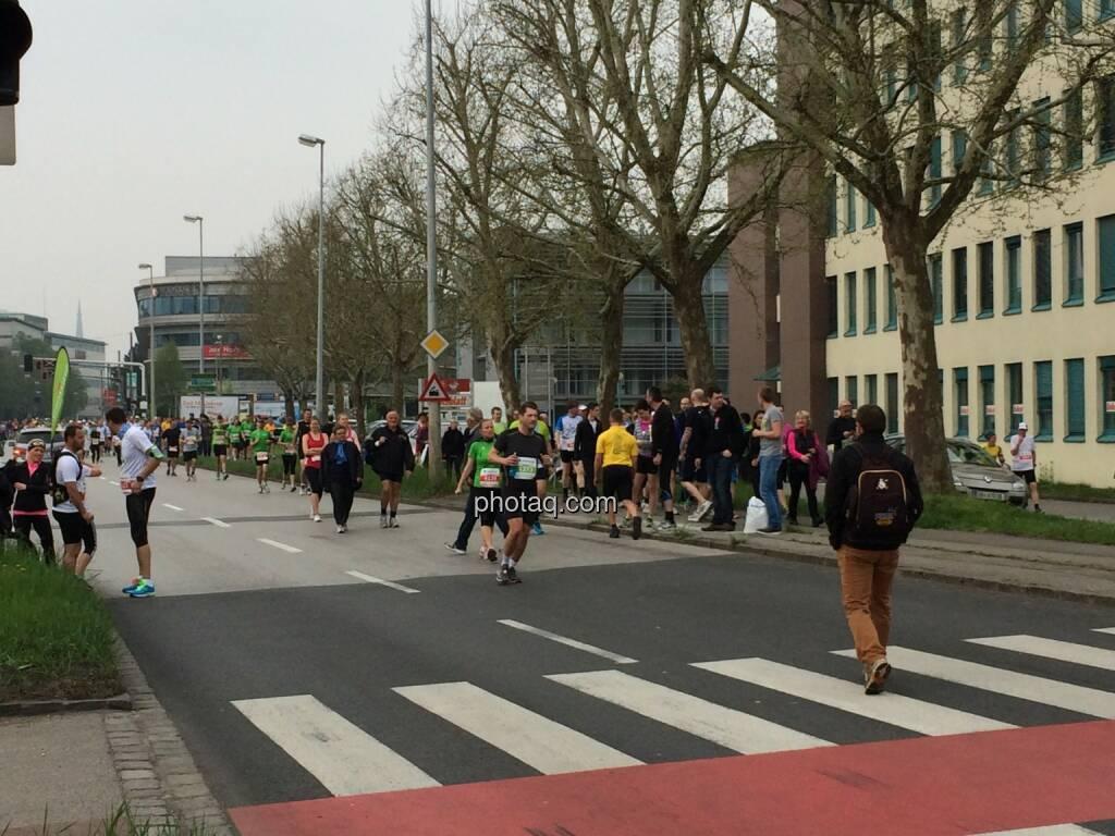 Borealis Linz Marathon, Aufwärmen, © Martina Draper (06.04.2014)