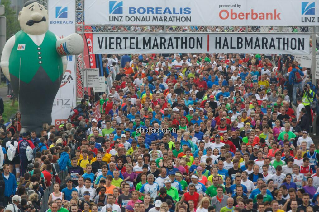 Start Viertel- und Halbmarathon, Borealis Linz Marathon, Fotograf: Klaus Mitterhauser, © Martina Draper (08.04.2014)