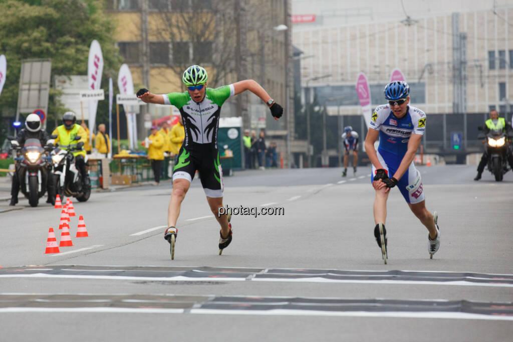 Zieleinlauf Inlineskater, Borealis Linz Marathon, Fotograf: Klaus Mitterhauser, © Martina Draper (08.04.2014)