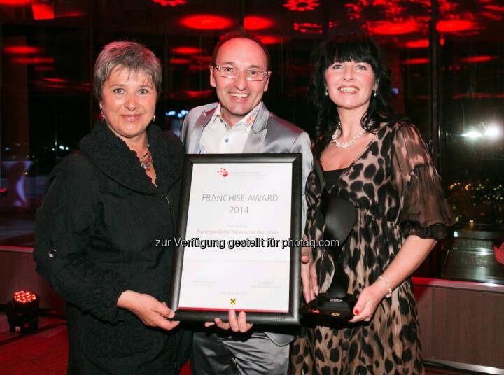 Waltraud Martius (Syncon) mit Klaus Gföhler und Irene Ensinger (beide Viterma) feierten die Verleihung des Österreichischen Franchise-Awards  (Bild: Syncon)