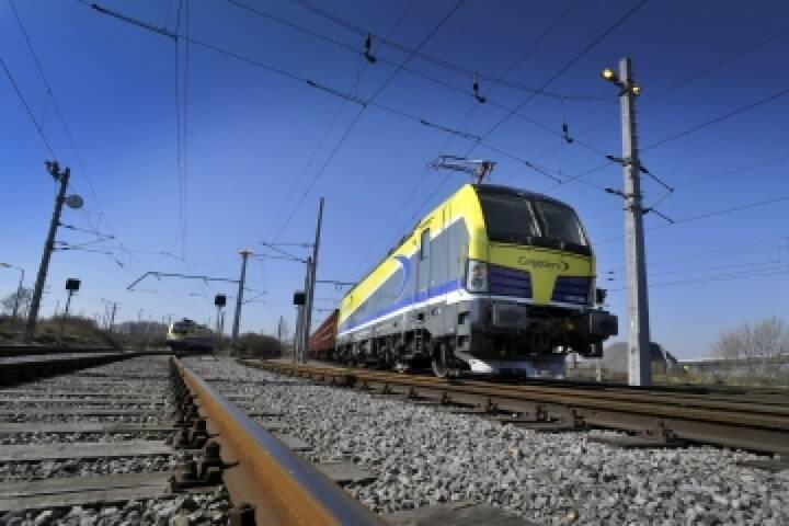 Siemens schließt mit der Logistik Service GmbH (LogServ) einen Fünfjahresvertrag über die Wartung und Instandhaltung der Elektrolokomotiven aus der Baureihe Vectron für den neuen Wartungsstützpunkt Linz ab.