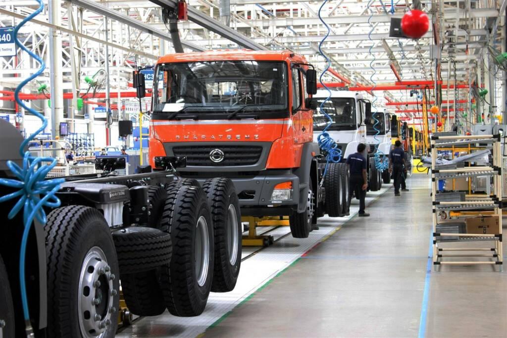 Daimler Trucks mit Verkaufserfolg in Indien: 10.000 BharatBenz Lkw abgesetzt, Absatz steigt um 67% im ersten Quartal 2014, im März erstmals 1.000 Fahrzeuge in einem Monat verkauft, Marktanteil auf über 5% ausgebaut (Bild: Daimler) (10.04.2014)