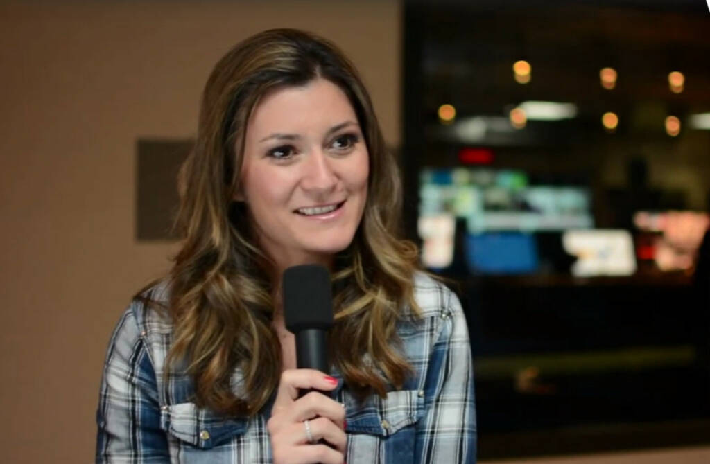 """Sandra Thier, Anchorwoman RTL2 News, """"Schaut rechts und links und oben und unten, weil das kann man nur in jungen Jahren machen - sich viel anschauen, viel aneignen und dann klug entscheiden, was das Richtige für einen ist"""", rät Sandra Thier, Anchorwoman bei RTL2, allen jungen Menschen auf Berufssuche. Die Einschränkung an ihrem Job mit Augenzwinkern? """"Ich kann nie früher nachhause gehen, weil die Sendung ist nun mal um 20 Uhr."""" Das Video (5:56min.) dazu unter: http://www.whatchado.com/de/sandra-thier, © whatchado (10.04.2014)"""