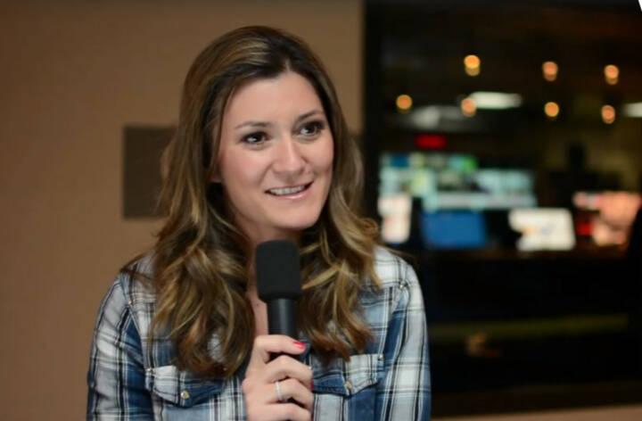 """Sandra Thier, Anchorwoman RTL2 News, """"Schaut rechts und links und oben und unten, weil das kann man nur in jungen Jahren machen - sich viel anschauen, viel aneignen und dann klug entscheiden, was das Richtige für einen ist"""", rät Sandra Thier, Anchorwoman bei RTL2, allen jungen Menschen auf Berufssuche. Die Einschränkung an ihrem Job mit Augenzwinkern? """"Ich kann nie früher nachhause gehen, weil die Sendung ist nun mal um 20 Uhr."""" Das Video (5:56min.) dazu unter: http://www.whatchado.com/de/sandra-thier"""