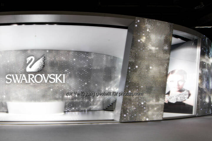 Swarovski gewinnt Red Dot Product Design und Xaver Award, Swarovski Messestand an der Baselworld 2014, Bild: Martin Miseré.
