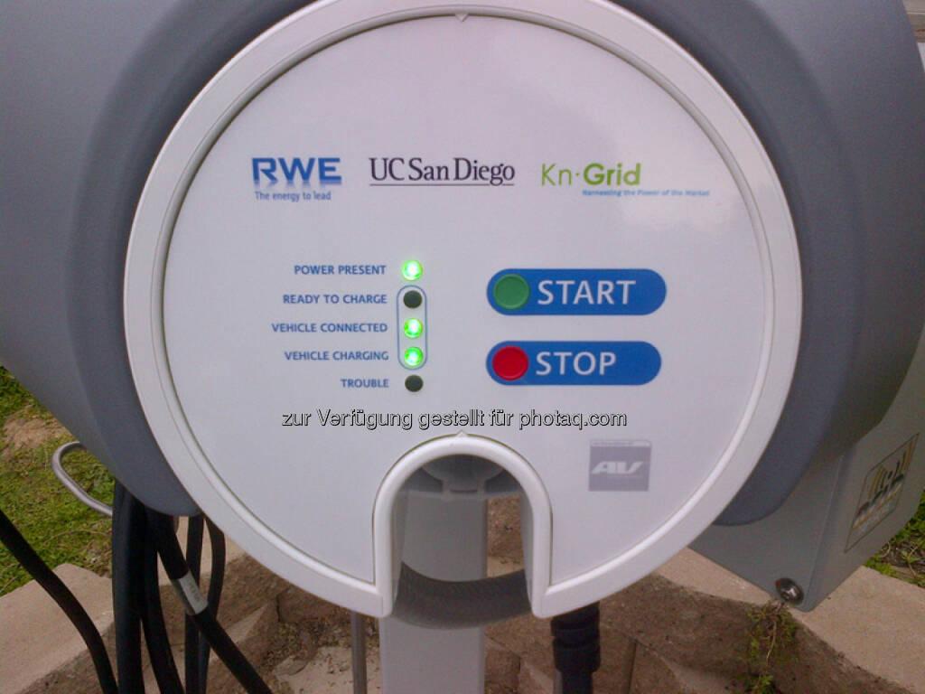 Einweihung des ersten RWE-Ladesystems in den USA - RWE Smart-Charging auf dem Universitäts-Campus in San Diego. Start Stop (Foto: RWE) (10.04.2014)