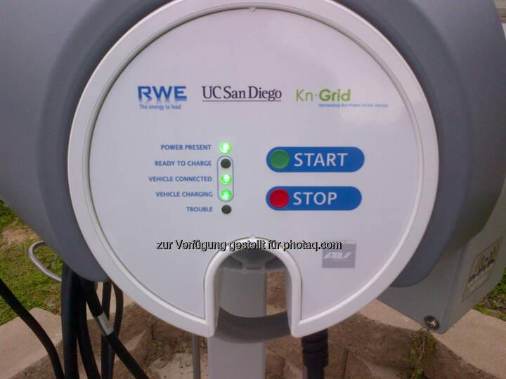 Einweihung des ersten RWE-Ladesystems in den USA - RWE Smart-Charging auf dem Universitäts-Campus in San Diego. Start Stop (Foto: RWE)
