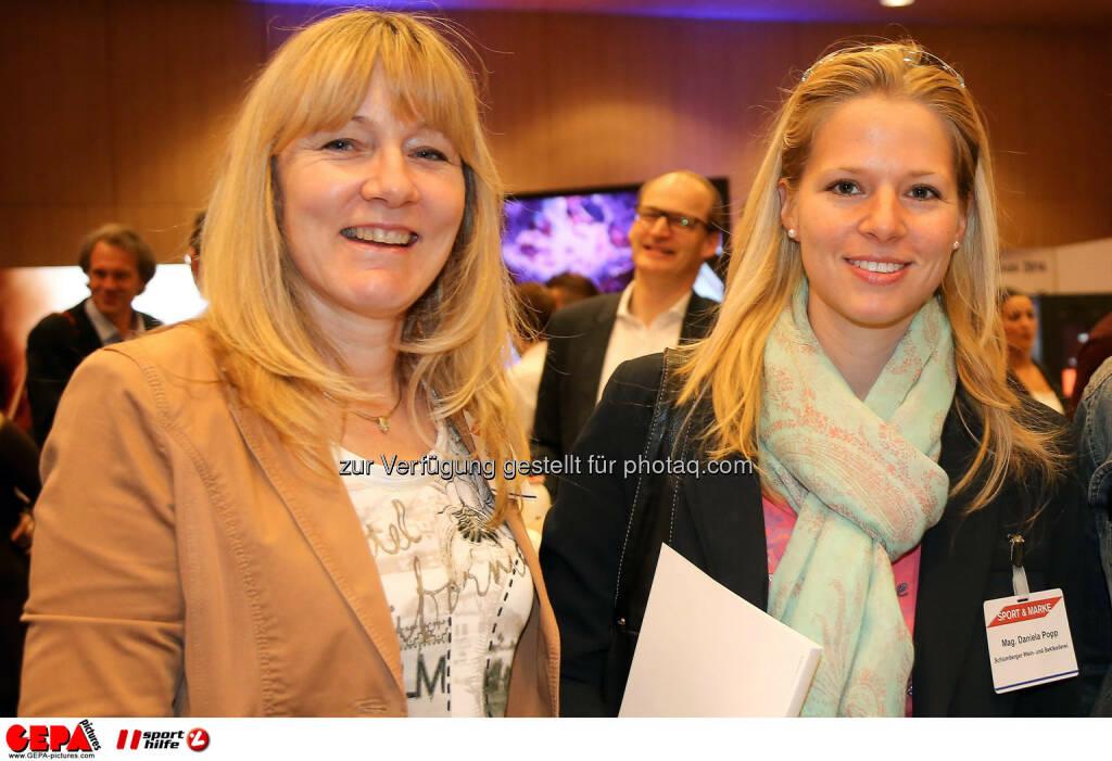 Christa Wiegert und Daniela Popp (Schlumberger Wein- u Sektkellerei GmbH). (Foto: GEPA pictures/ Christopher Kelemen)  (10.04.2014)