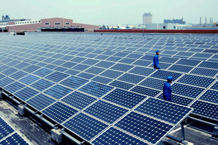 Netzgekoppelte Aufdachanlage im Werk, Hanwha Solarone