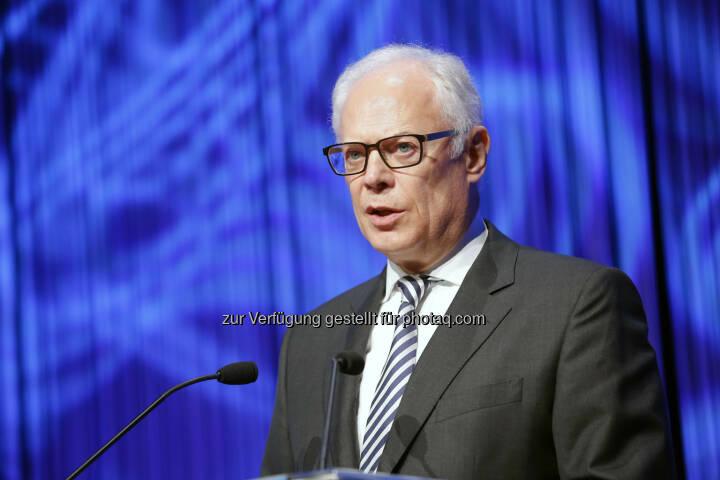 Christoph Lammersdorf von der Stuttgarter Börse bei der Eröffnung der Invest 2014 (Bild: Messe Stuttgart)