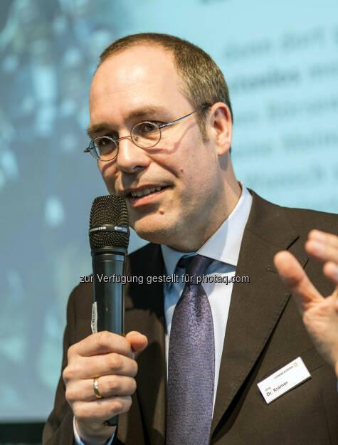 Referent Jörg Krämer, Chefvolkswirt der Commerzbank, während seines Vortrages auf der Börsendino-Bühne (Bild: Messe Stuttgart) (11.04.2014)