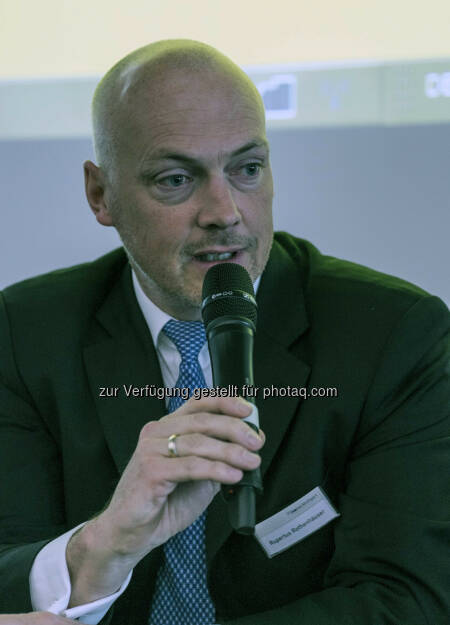 Rupertus Rothenhäuser von der Börse Stuttgart während der Diskussionsrunde zur Buchlesung von Jens Korte (Bild: Messe Stuttgart) (11.04.2014)
